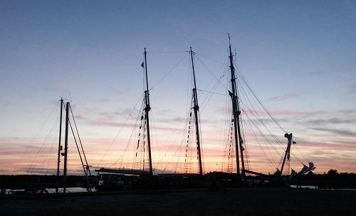 Sonnenuntergang im Nothafen von Darß